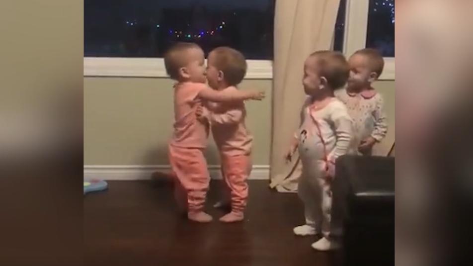 小奶娃们互相深情抱抱,暖心!