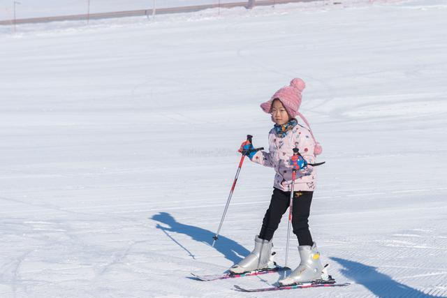 冬游新疆 到小城额敏滑雪 最适合周末出游