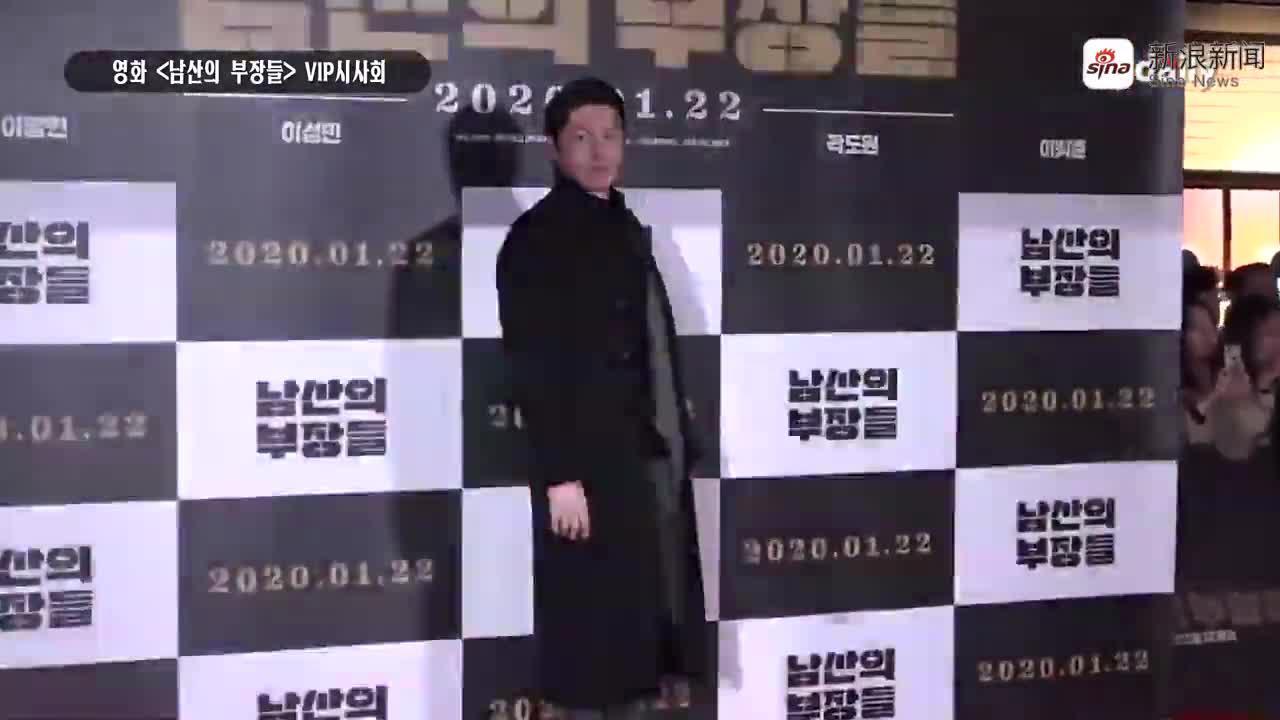 视频:李秉宪出席新片首映 娇妻李珉廷亮相