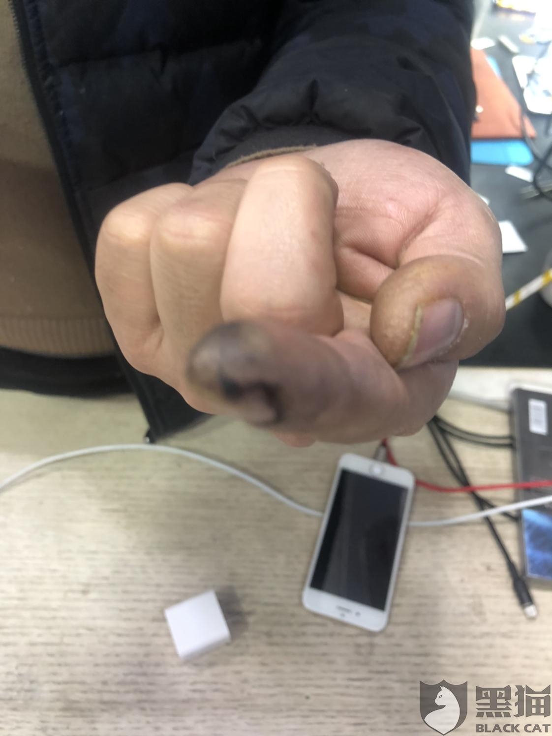 黑猫投诉:华为p20充电过程中自燃,客服不予维修