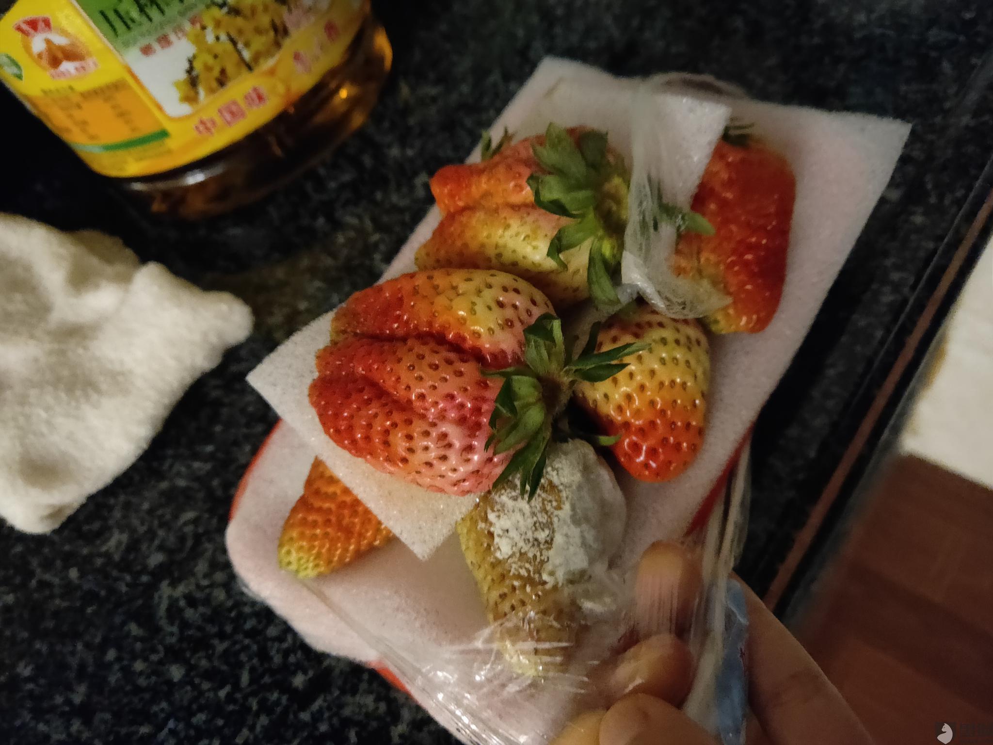 黑猫投诉:泉州水头镇新华都超市线上购买的水果不新鲜,发霉变质