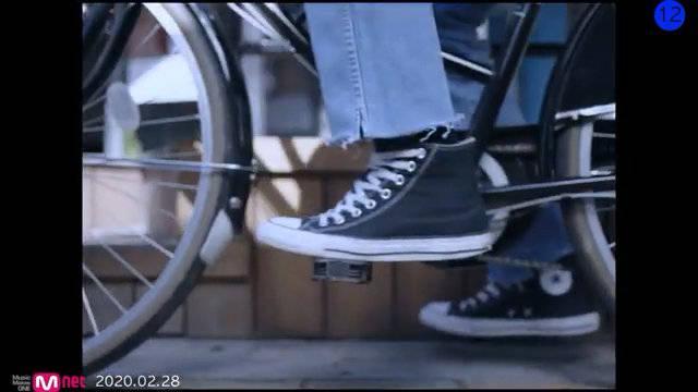 "SMTOWN官方频道发布了韩国著名女歌手李秀英新曲""Find Me""的MV"