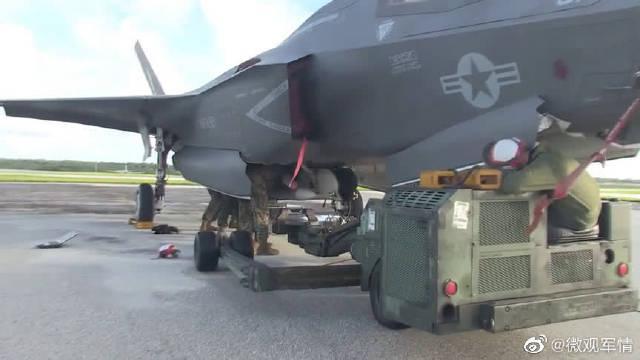 F35战机的装弹工作,这是种什么样的火力
