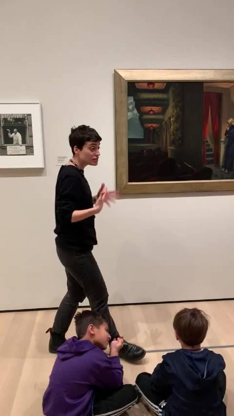 学校组织去纽约现代艺术MoMA博物馆学习。一组7个孩子