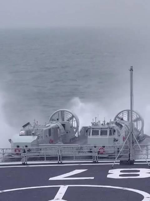 """从舰艇肚子里""""钻出来""""的作战艇——气垫登陆艇"""