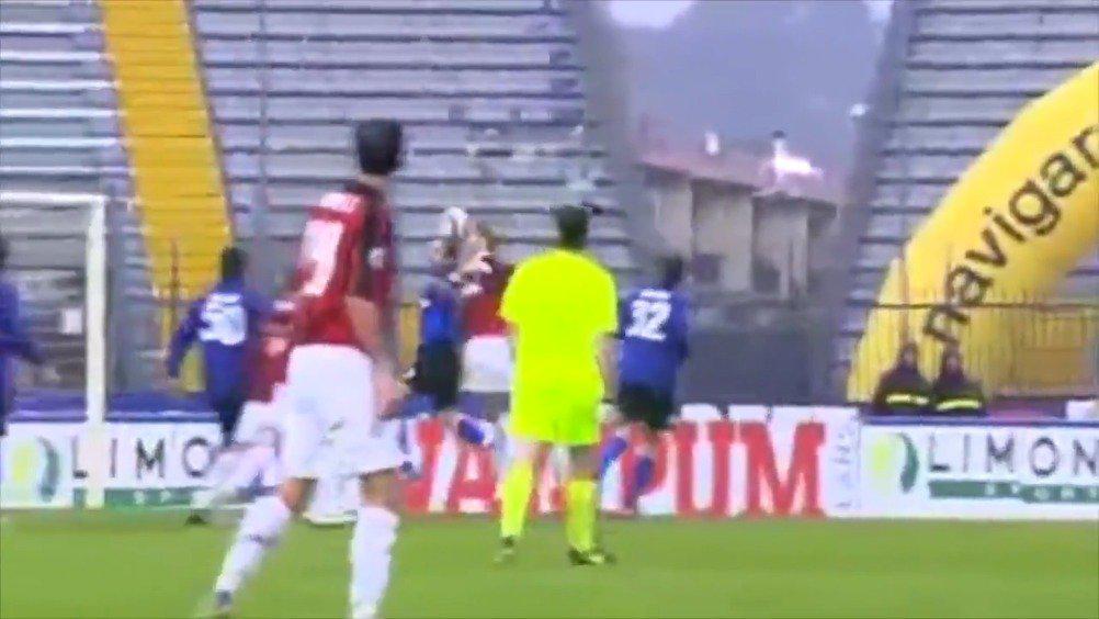 2008年的今天,AC米兰3-1恩波利,安布罗西尼破门