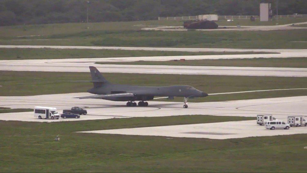 美国空军B-1、B-2、B-52战略轰炸机同台起飞