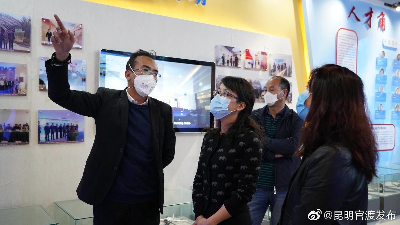 周燕代区长调研官渡区科技产业