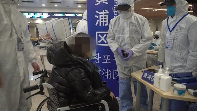 日本回沪女子在浦东机场突发大出血,民警及时救援助其脱离危险图片