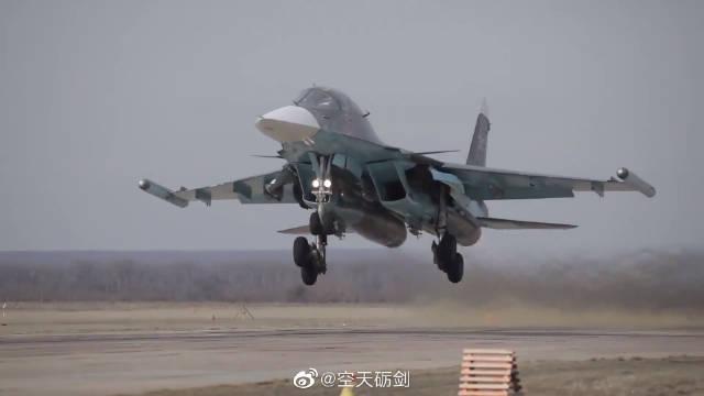 积极备战航空飞镖!俄空天军苏-34战斗轰炸机进行对地攻击训练