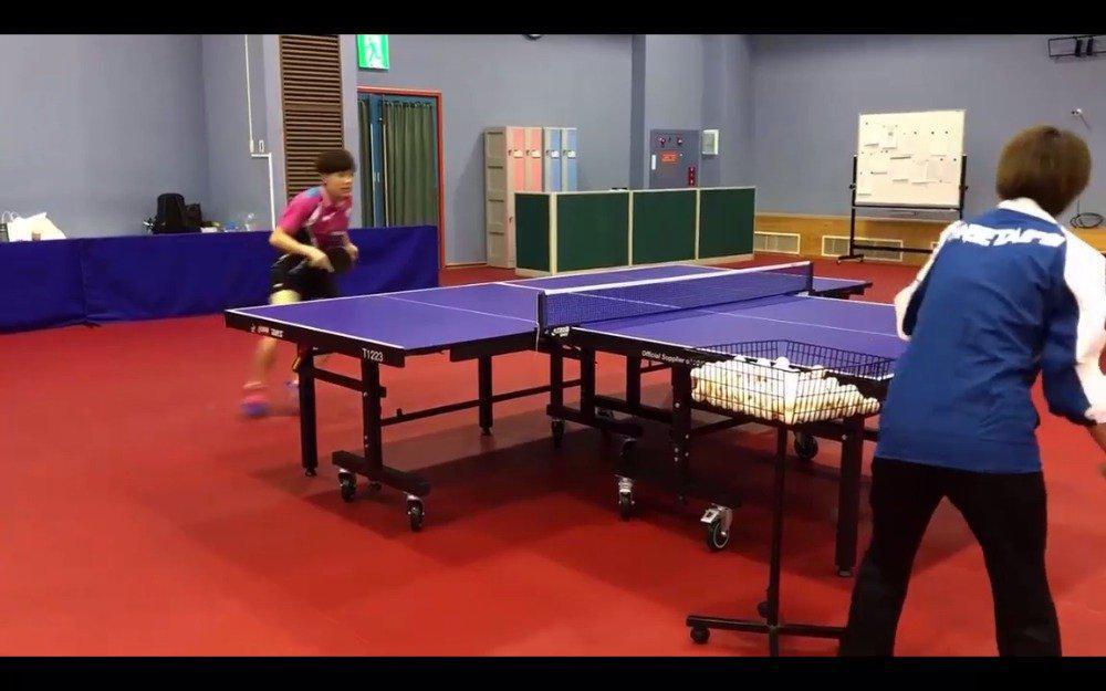 两张球台拼接@郑怡静iching 和11岁的澳大利亚小将赛候吉奥都这么练