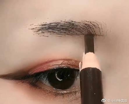 化妆小白一看就会的一字眉画法简单有质感,不要怕手残!!!