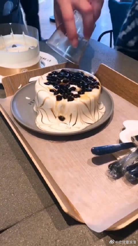 珍珠火山溶岩蛋糕,就喜欢看打开包装的那一瞬间!