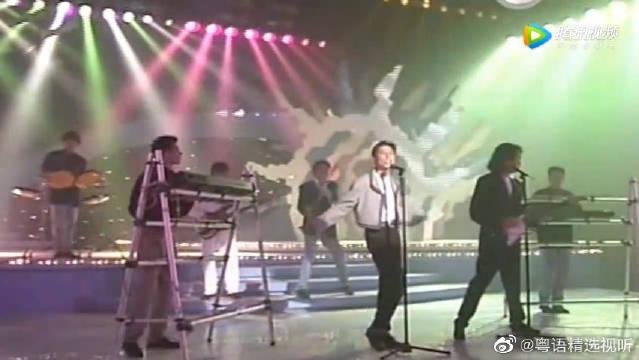 90年太极与Beyond乐队在台上PK,台下各自的歌迷跪着喊口号
