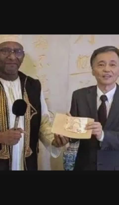 科摩罗—中国友好协会向中国捐赠100欧元,来自非洲岛国的鹅毛礼