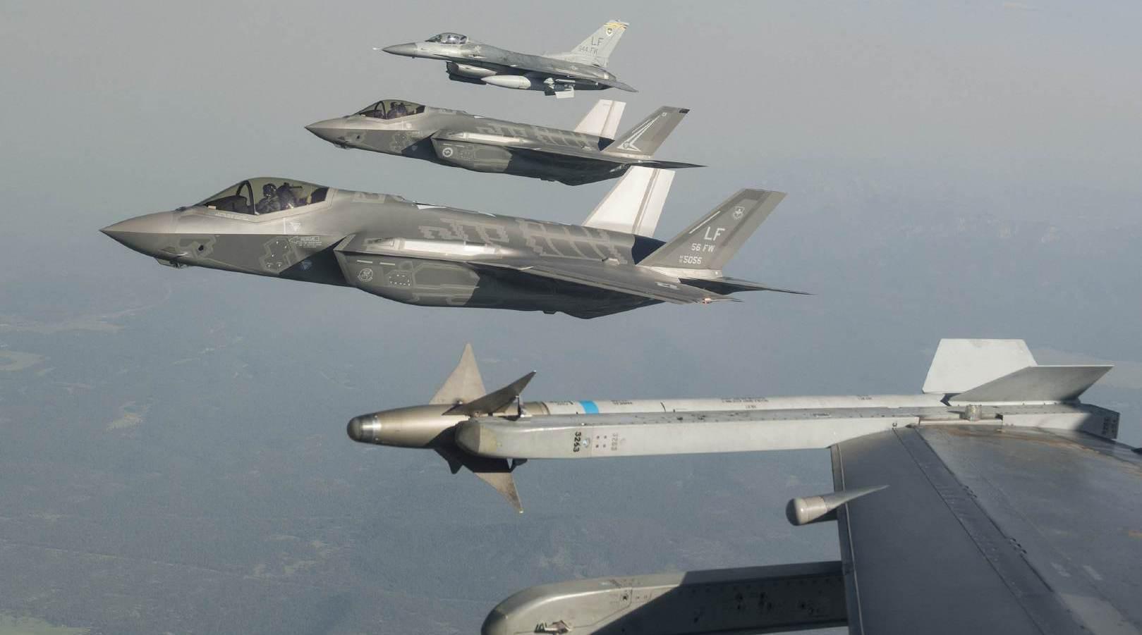 中国不可欺!多架美国军机闯入南海,侦察机抵近香港附近空域