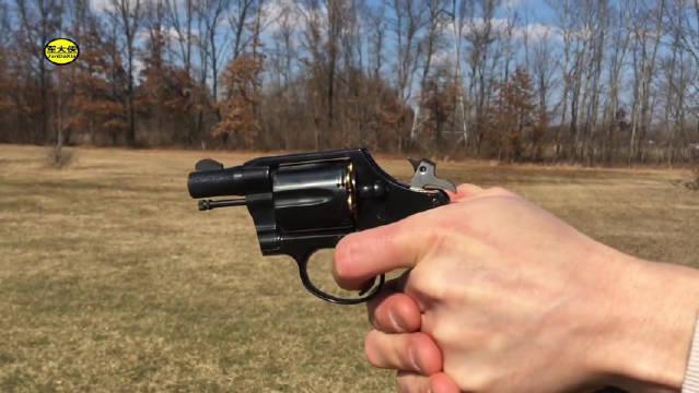 柯尔特小型左轮手枪,转鼓式弹仓供弹六发靶场射击测试