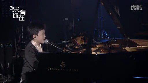 钟辰乐小时候弹着钢琴唱着歌,被天使吻过的嗓音