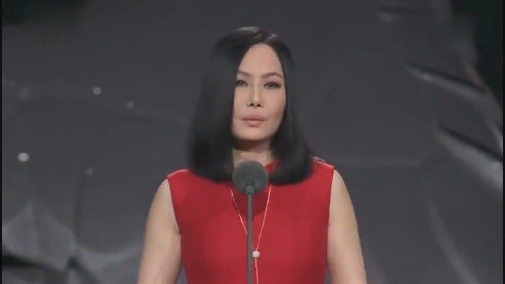 二姐江蕙上台,张学友陈奕迅等明星起立为她鼓掌,痛别一代歌后