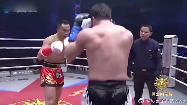 军人拳王周志鹏火拼对手太猛了、头撞出一个大包