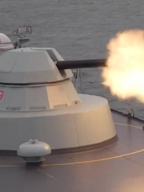 对海防御、航行补给、反海盗……海军某登陆舰支队开展编队多课目训练