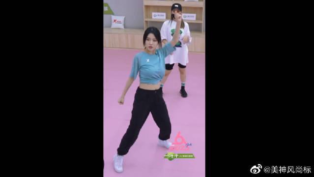 孟美岐、BY2练习室练舞快速磨合,这默契感必须点赞!