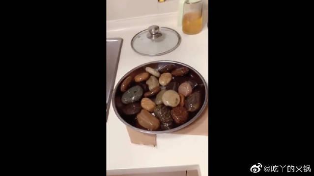 饭店里的一道特色硬菜,服务员说石头都要回收,重复利用的
