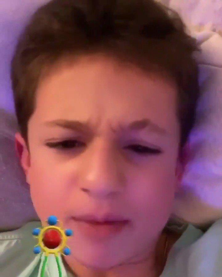 高萌警告!!断眉Charlie Puth用Snapchat的滤镜拍了一段自拍视频
