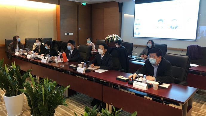 蓝冠:手旁观张文宏等上海蓝冠专家近期向多国分图片