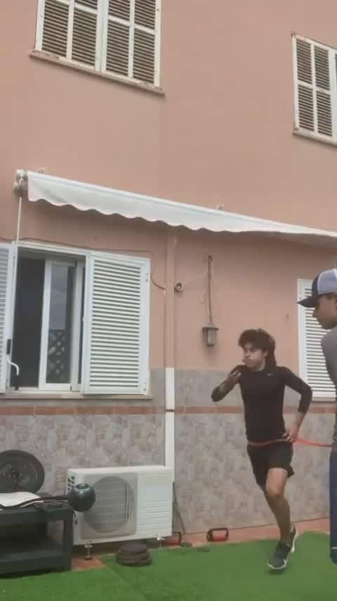 阿根廷U15小将卢卡·罗梅罗在家刻苦训练!👏