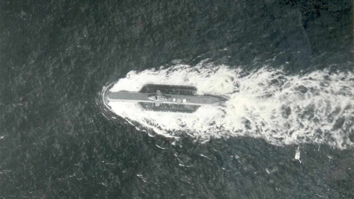 潜艇用的外挂式布雷组件。 图1是苏-24MP拍摄的瑞典水怪级潜艇
