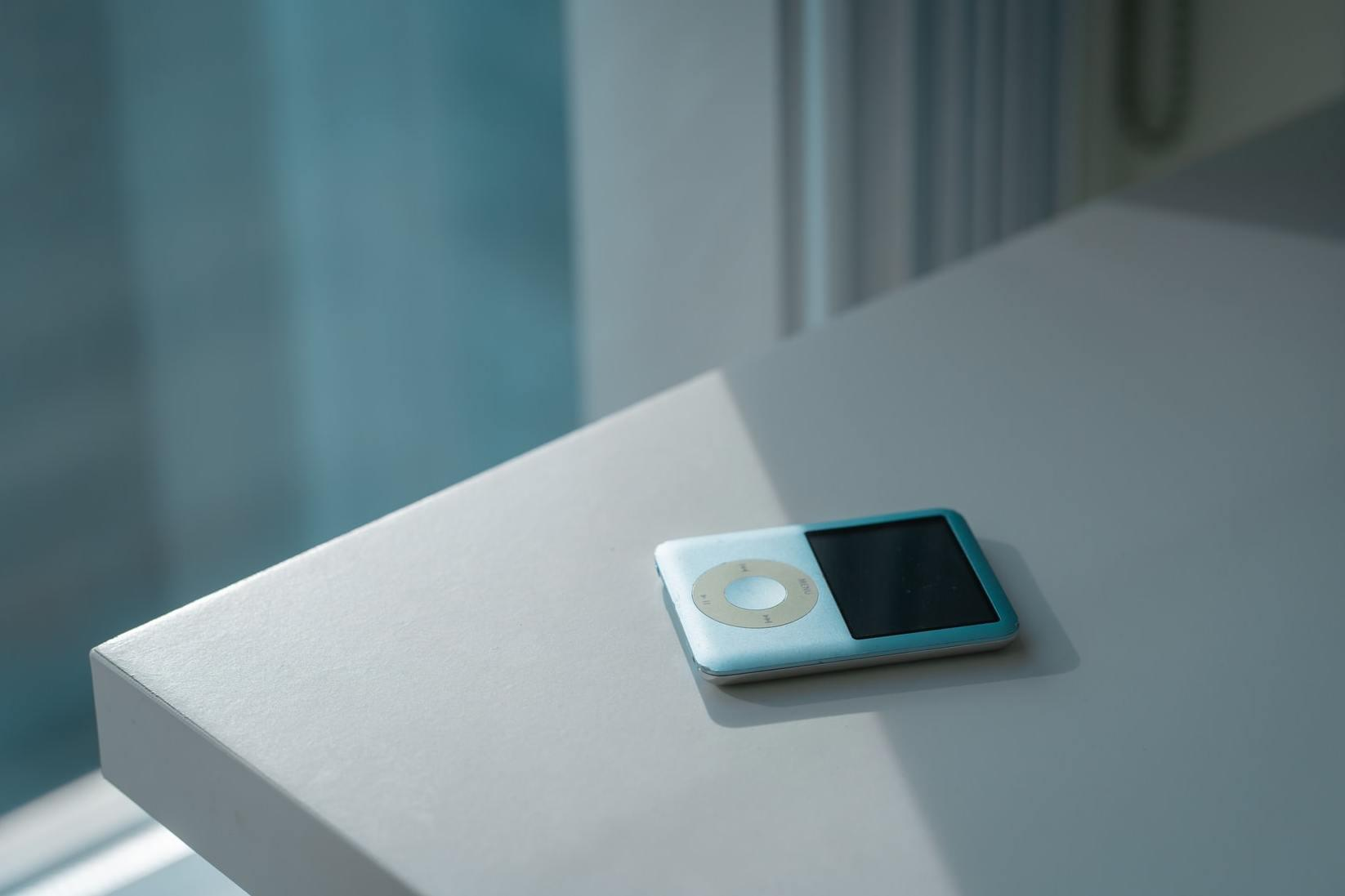 0202 年了,为什么他们还在用 iPod 听歌?