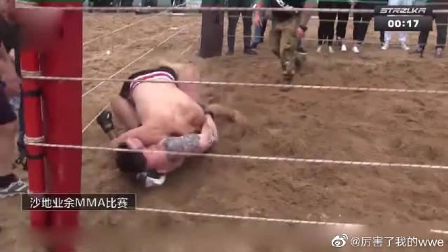 两位壮汉沙滩大战、一记大摆拳直接KO对手挺尸