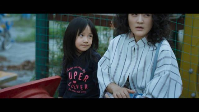 《不完美的她》里演周迅女儿的小女孩太让人心疼了