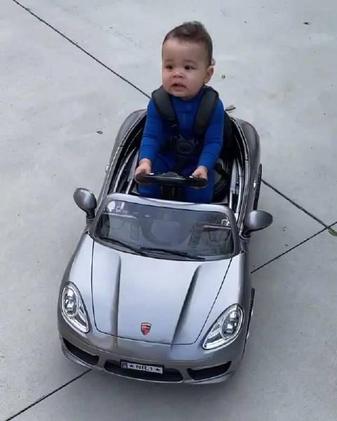 有模有样!贝兹莫尔展示孩子开玩具车的视频 参与讨论: