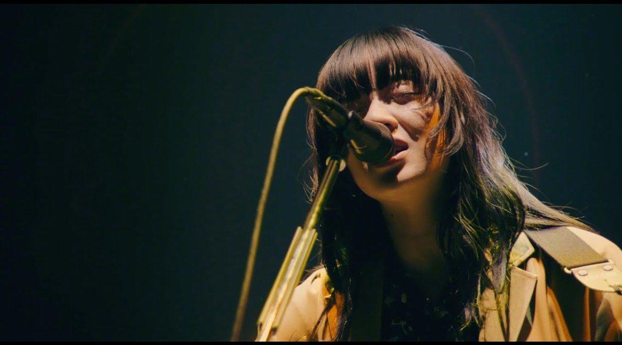 """一把吉他征服东京武道馆,一鸣惊人的新生代""""中毒性歌姬"""""""