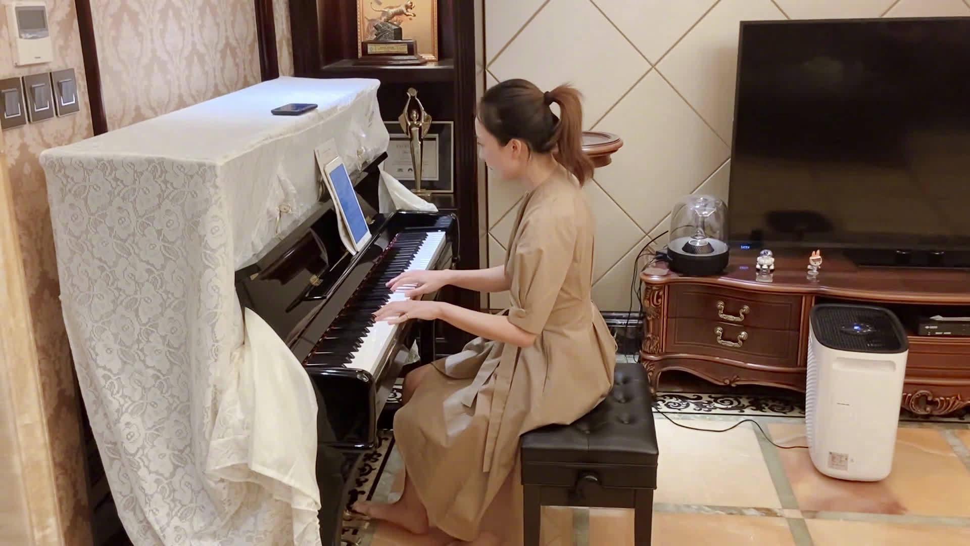 今天无意中听到了李鸿其和导演姚婷婷的连麦直播