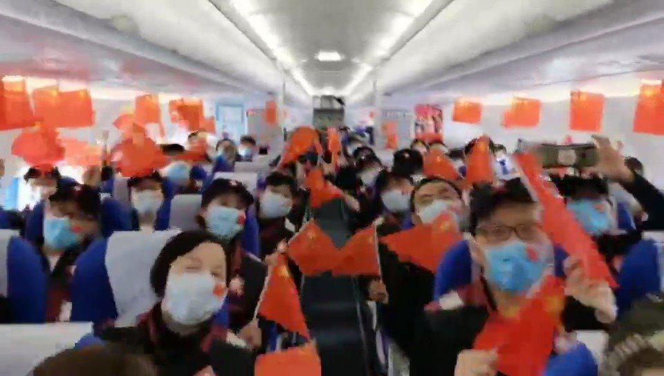 欢迎回家!浙江援鄂第三批返浙医疗队队员抵达萧山机场