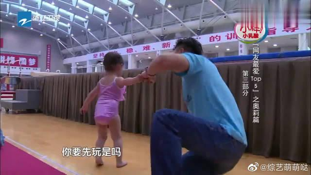 不愧是李小鹏的女儿,奥莉这臂力不得了,太像样!未来真的是可期啊!