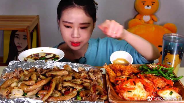 韩国吃播卡妹,吃牛肠、天妇罗和泡菜,吃得真馋人!