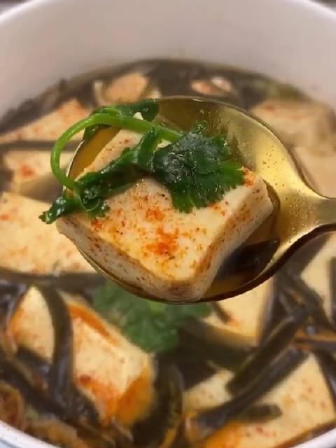 没错 ,就是海带豆腐汤,家常减脂又美味