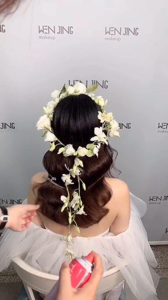 森系新娘烫发抽丝发型的教程  :文静造型