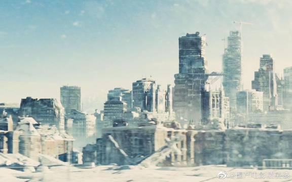 地球进入冰川时期, 幸存者躲进永不停歇的火车里, 下车就会被冻死!