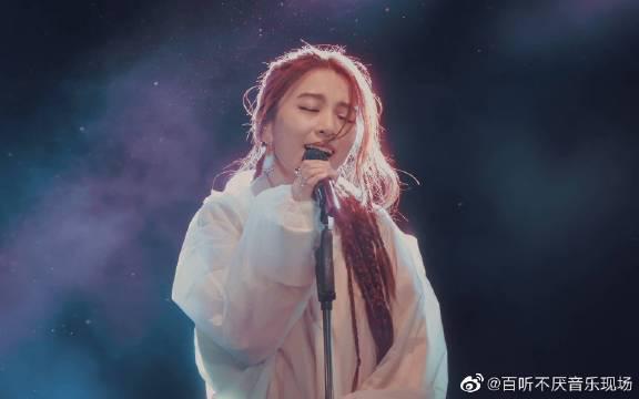 再来回顾一下田馥甄上海草莓音乐节全程神级现场8首歌+对话