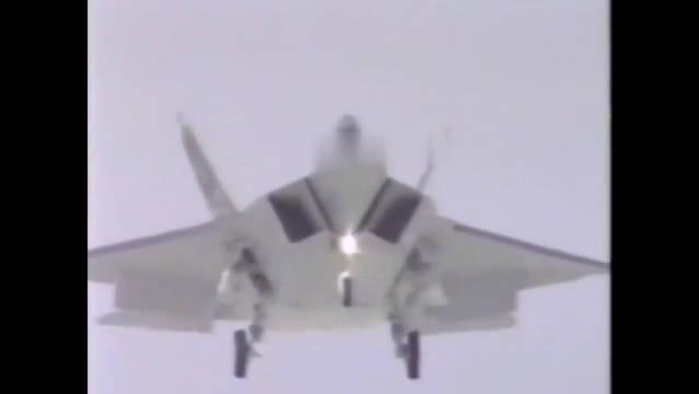 YF22战机试飞视频,一头扎向地面,飞行速度真厉害