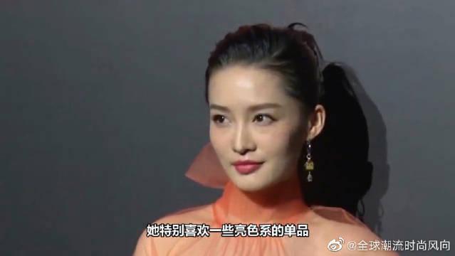 """李沁真把自己活成""""网红"""",各种时装穿搭尽显女人味,优雅又时髦"""