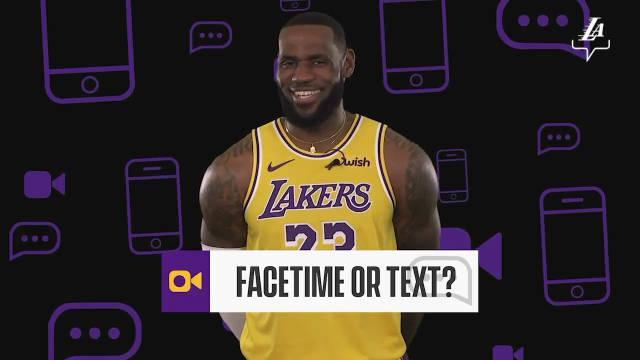 提问:你们聊天喜欢用视频还是短信?