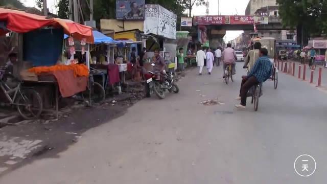 印度交通发达吗?中国小伙在印度城市逛一圈,随手拍了一个视频