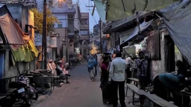 早上的印度恒河,中国小哥在印度实地拍摄,到底卫生怎么样?