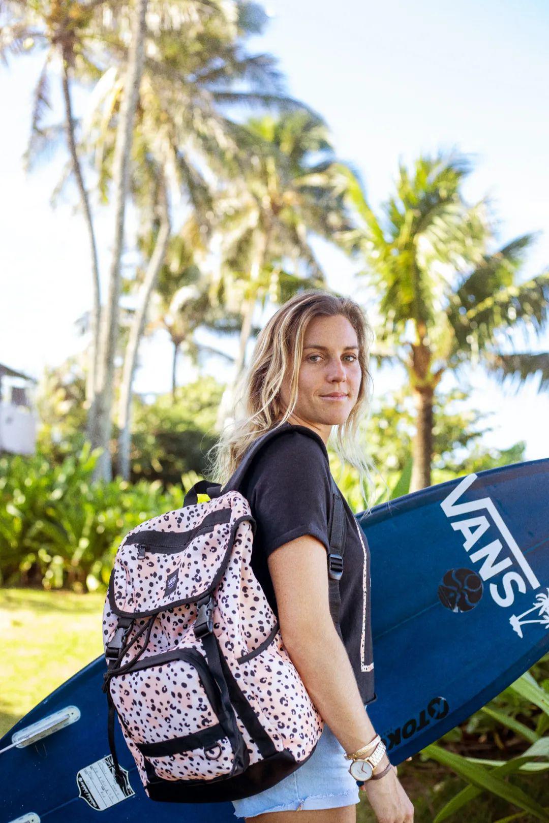 这个春季,Vans 再度联手著名冲浪手 Leila Hurst 推出 Vans x Leila